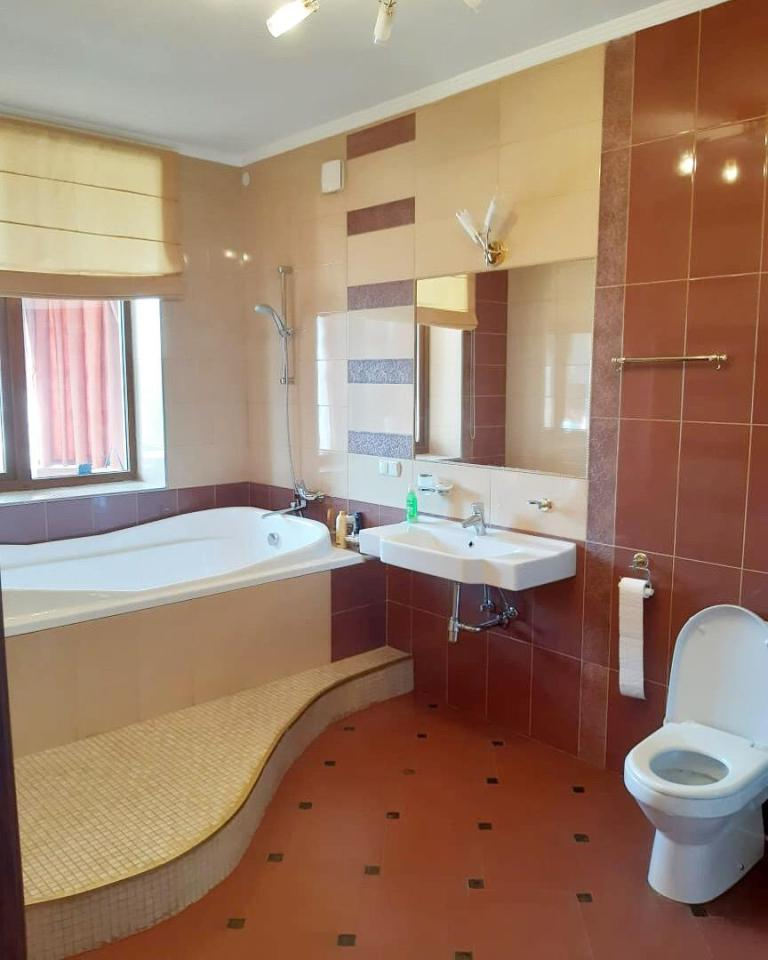 продажа многокомнатной квартиры номер A-162471 в Приморском районе, фото номер 15